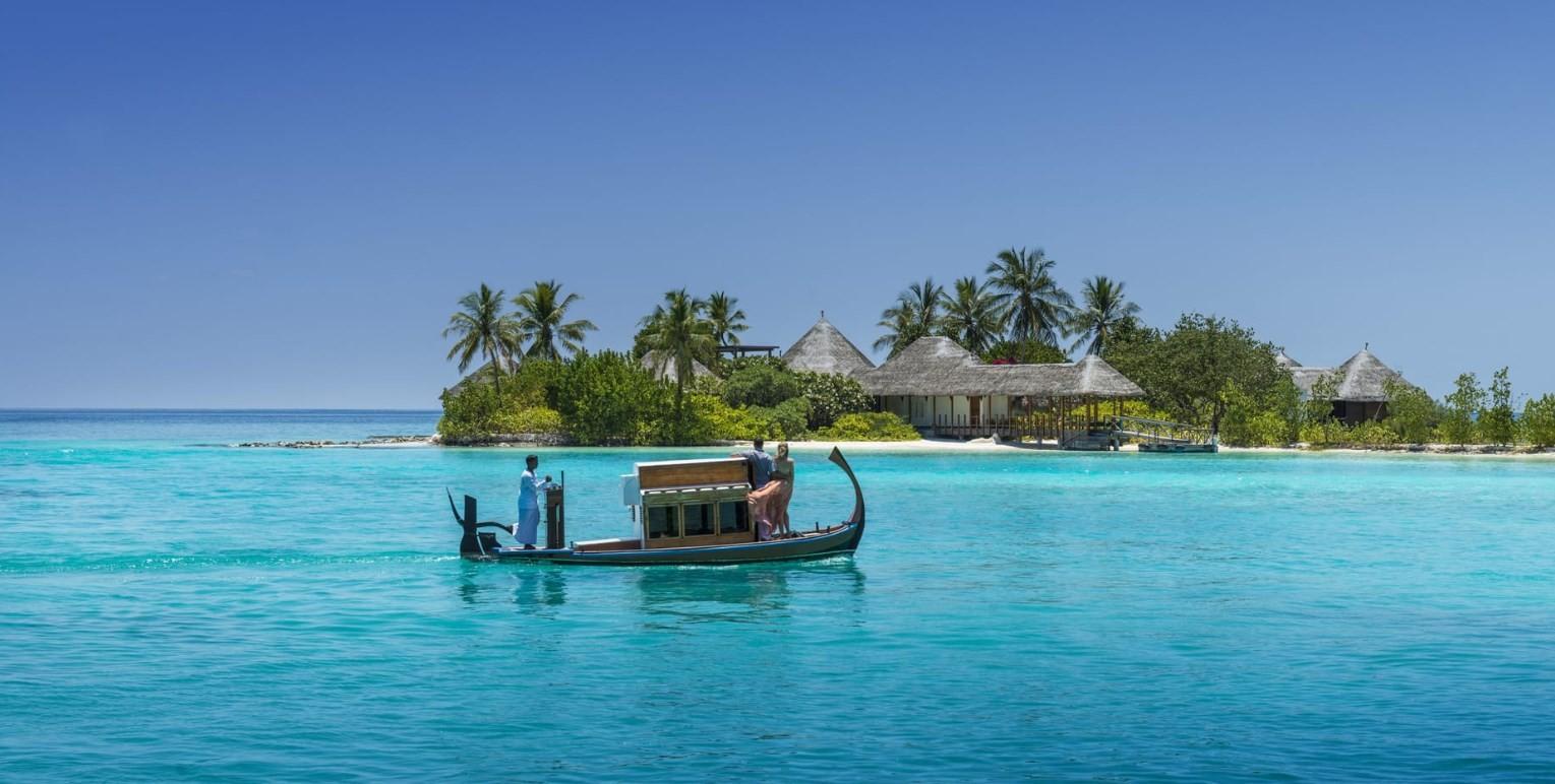 news-main-20th-four-seasons-maldives-apprenticeship-graduation-ceremony-highlights-ongoing-dedication-to-social-investment.1588160611.jpg