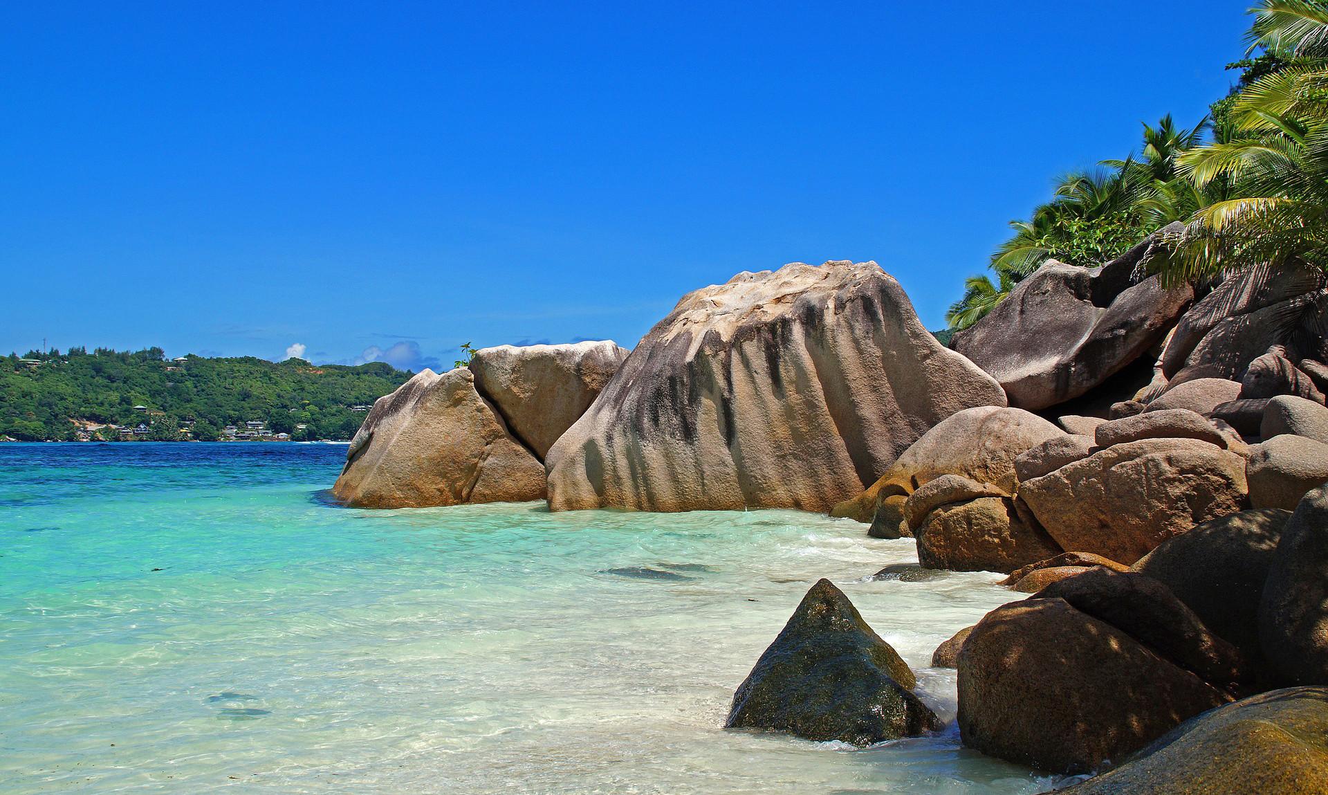 news-main-les-seychelles-obtiennent-le-titre-de-plus-belle-ile-au-monde-en-russie.1554212710.jpg